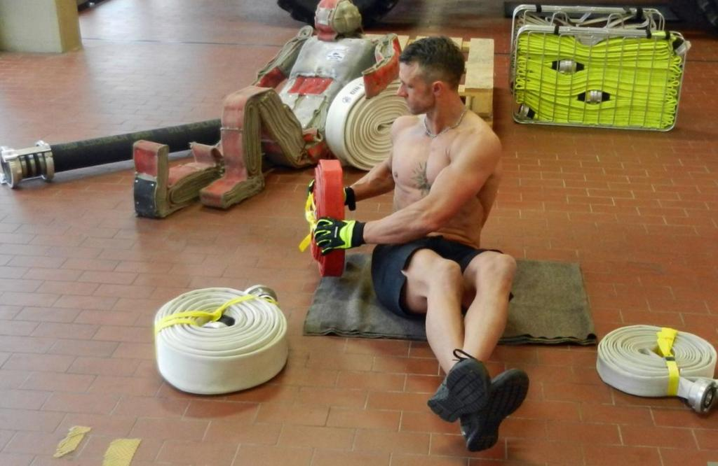 Toughest Videopost vom Workout mit Firefighter Posanz